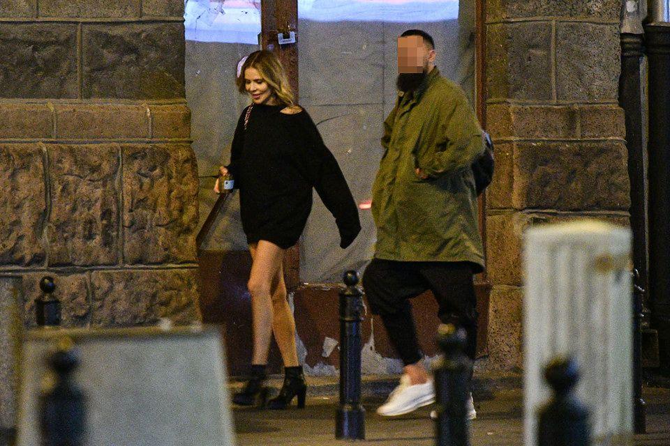 2Rozanielona Maja Sablewska na randce z tajemniczym mężczyzną