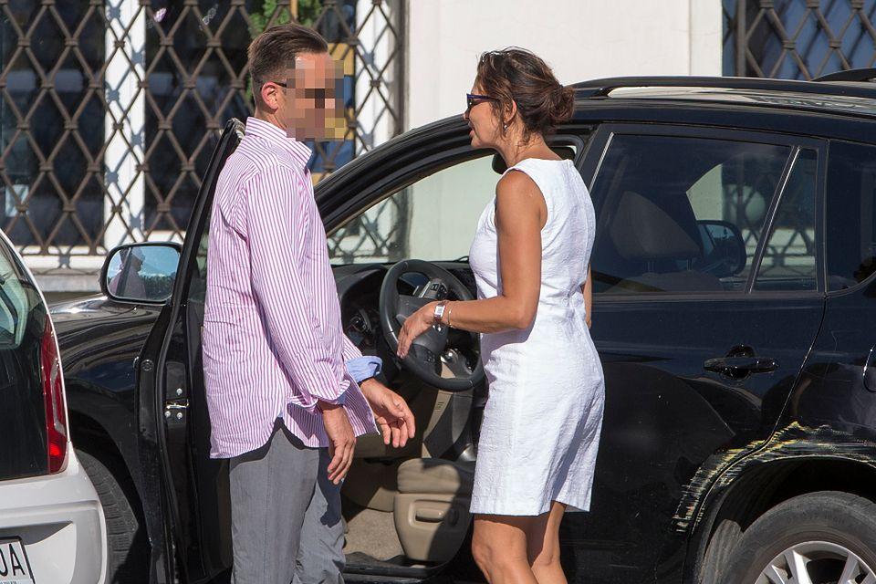 2Anna Popek pokazuje tajemniczemu znajomemu zarysowany samochód