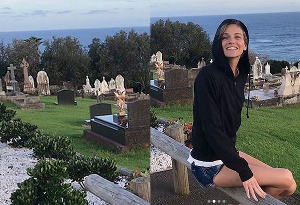 2Renulka pozowała na cmentarzu