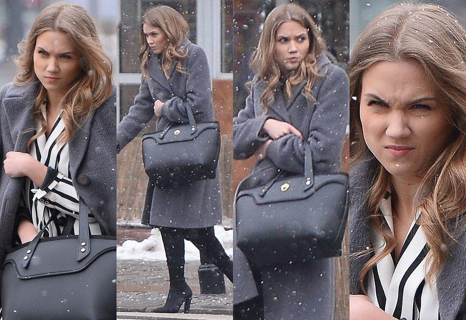 2Agnieszka Kaczorowska w bardzo złym humorze idzie do piekarni mimo śnieżycy na dworze