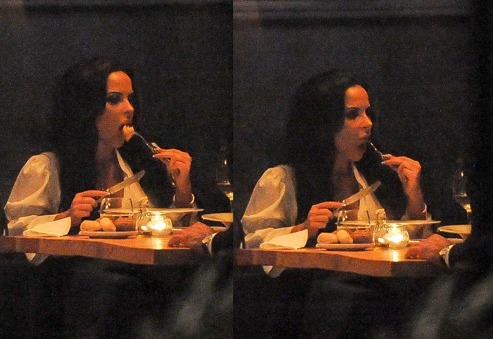 2Emeralda raczyła się jedzeniem