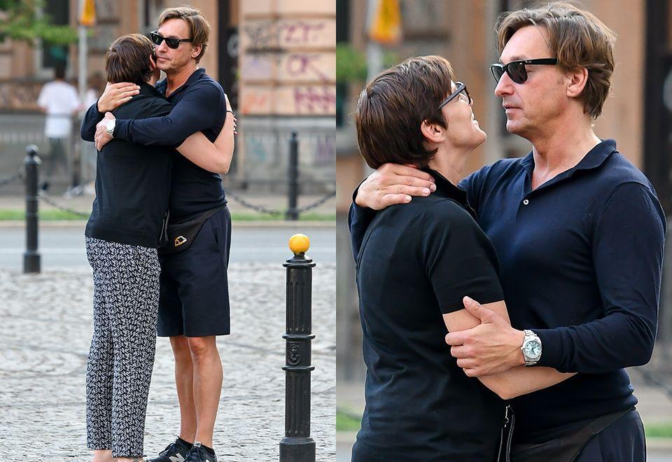 2Ilona Felicjańska całuje się z narzeczonym na randce