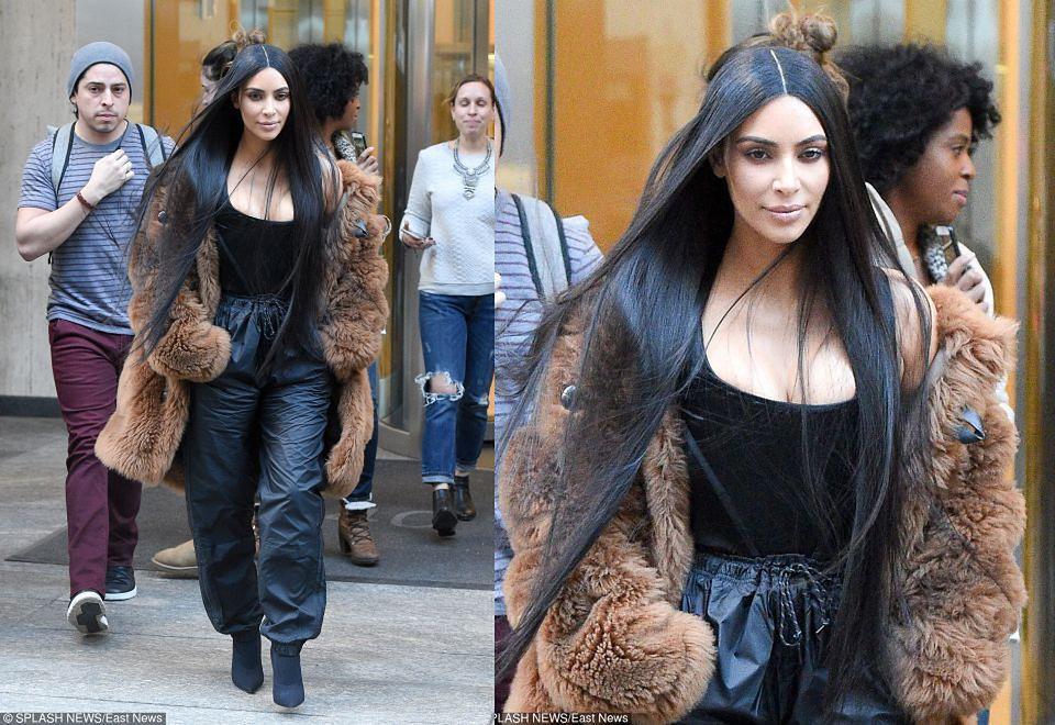 2Kim Kardashian w wielkim futrze