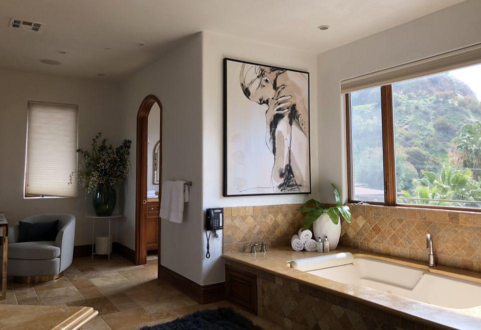 2Tak wygląda jedna z dziewięciu łazienek w domu Longorii