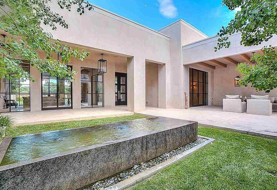 2Angelina Jolie wynajęła dom w Nowym Meksyku