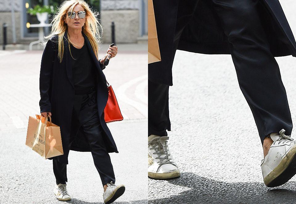 2Stylowa Monika Olejnik łamie przepisy ruchu drogowego w brudnych butach za 1500 złotych
