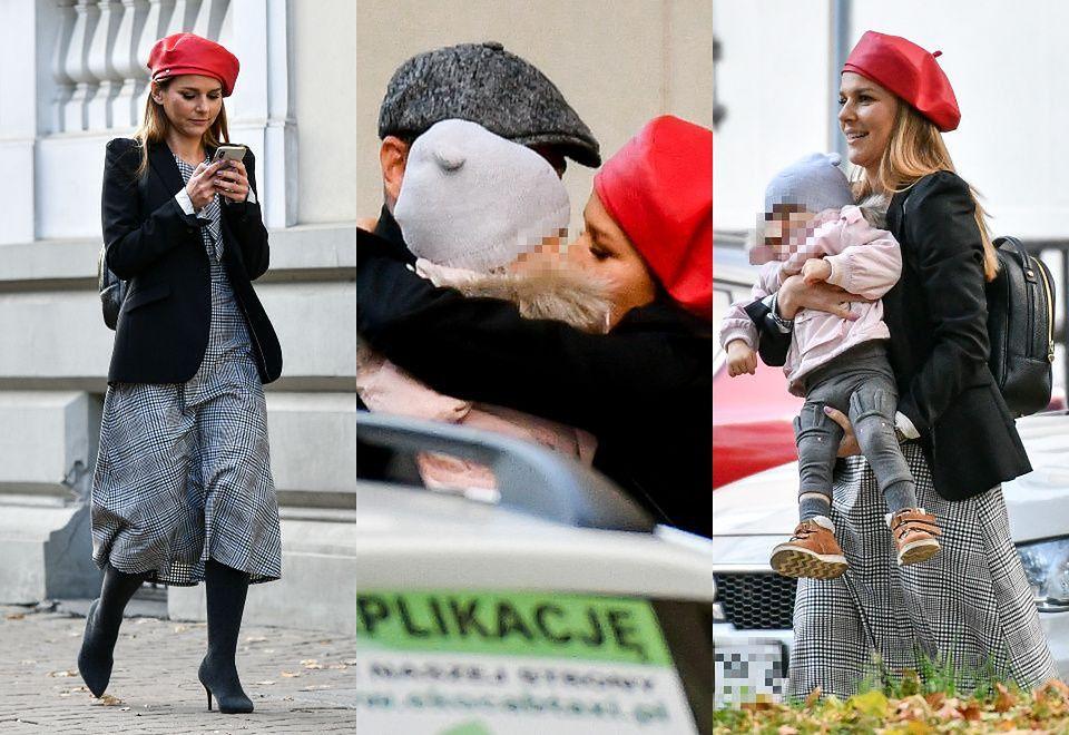 2Stylowa Paulina Sykut wita się czule z mężem i córką