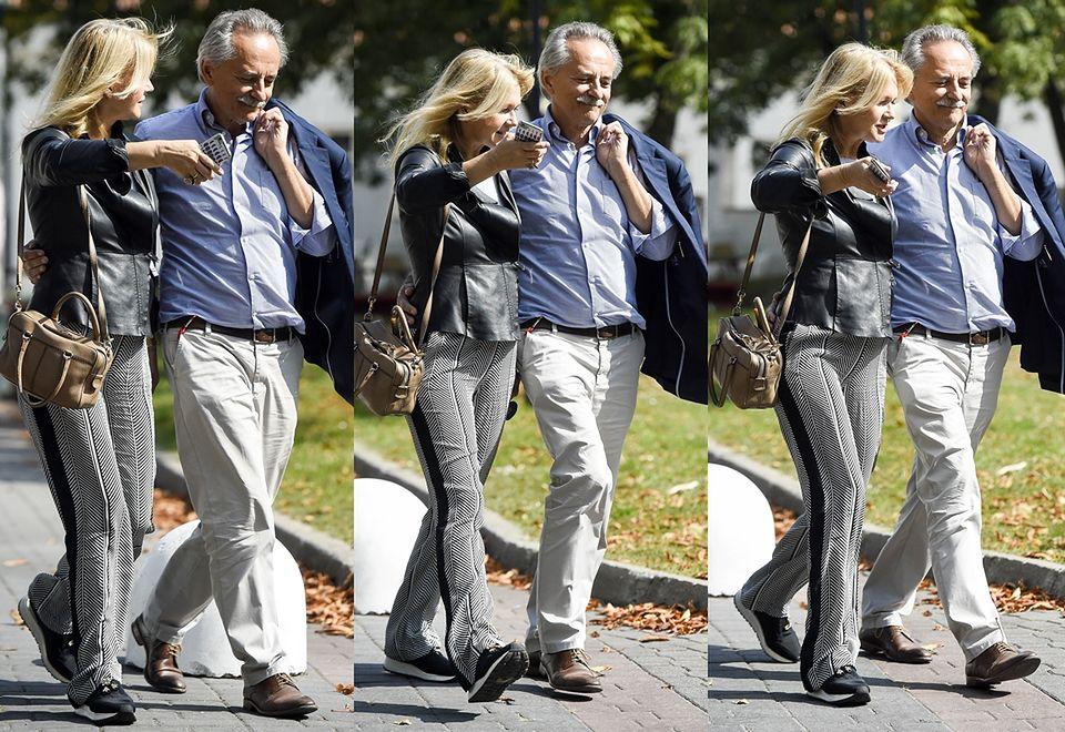 2Rozanielona Grażyna Torbicka całuje się z mężem