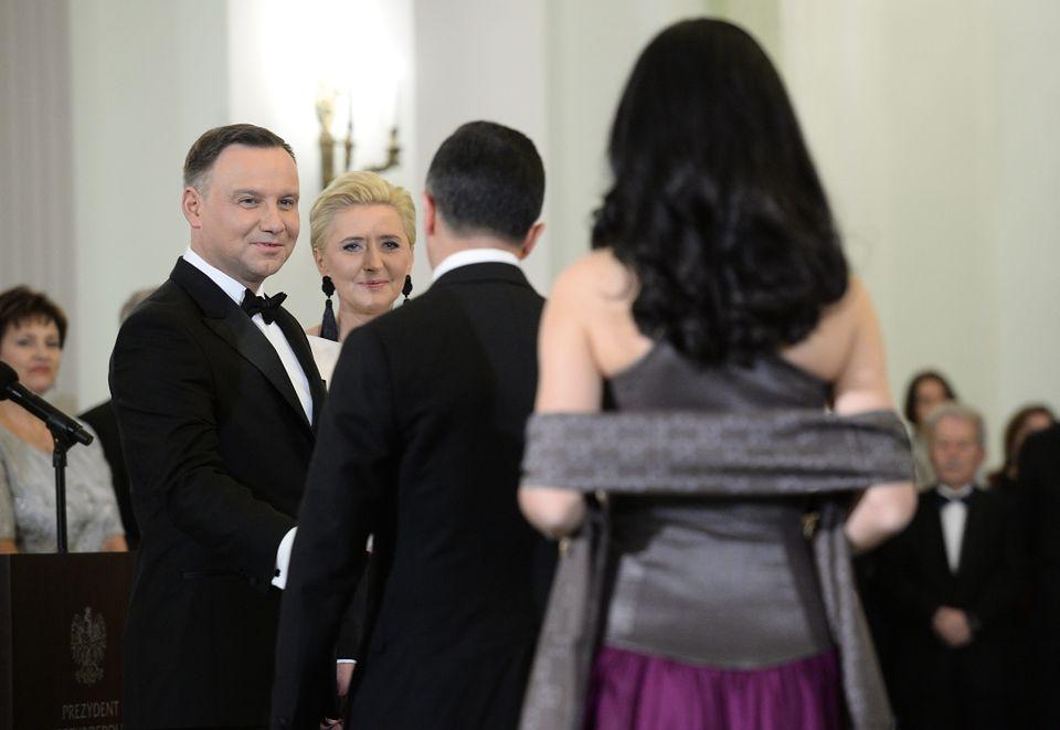 2Razem z mężem witali gości