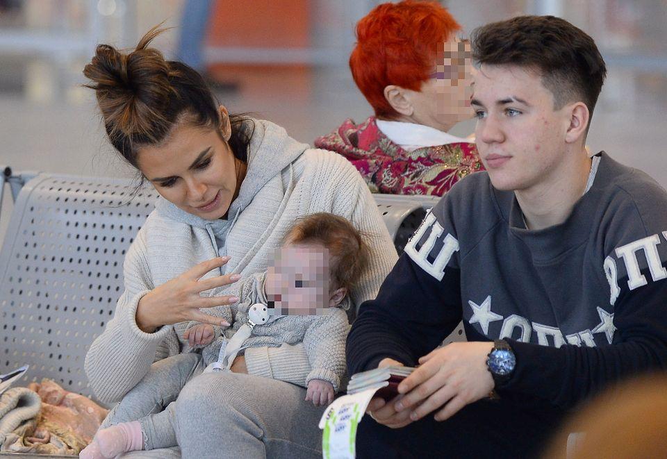 2Natalia Siwiec z córką i pasierbem, Mateuszem Raduszewskim
