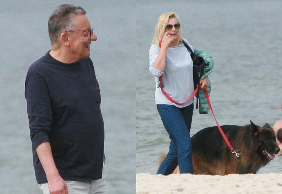 2Podczas spaceru brzegiem morza towarzyszył jej tajemniczy mężczyzna