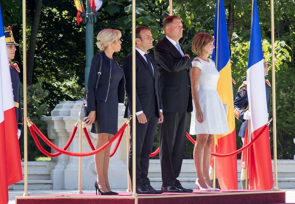 2Emmanuel i Brigitte Macron w Bukareszcie
