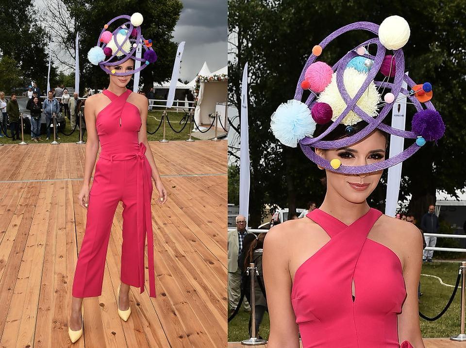 2Klaudia Halejcio z dziwną czapką