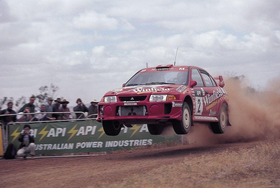Rajd Australii, rok 1998. Mitsubishi Carisma GT Evo V z Richardem Burnsem za sterami (fot. Mitsubishi Ralliart)