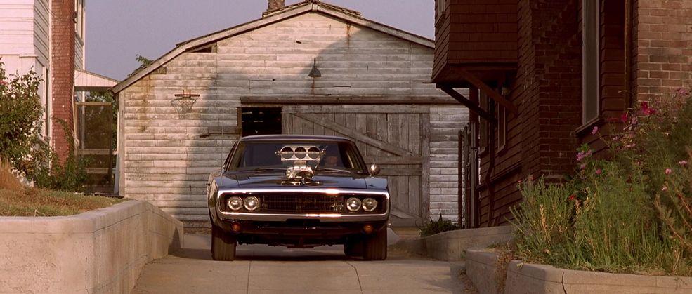 """Czarny Dodge Charger Dona z """"Szybkich i wściekłych"""" robił ćwierć mili w 9 s. Niewiele wolniej niż nowa Tesla Roadster."""