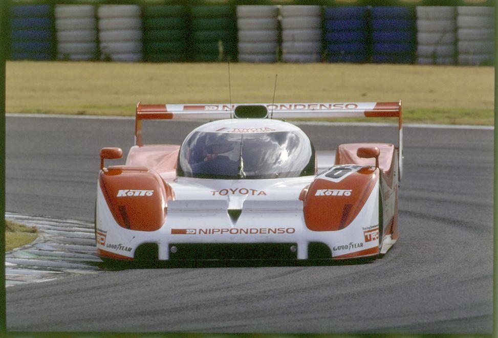 Toyota TS010 podczas swojego debiutu w mistrzostwach WSC na torze Autopolis, rok 1991