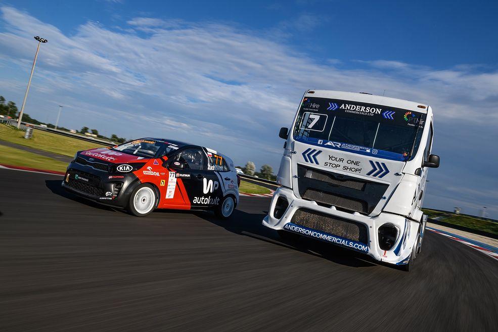 Kia Picanto vs MAN (fot. Dominik Kalamus/Kia Platinum Cup)