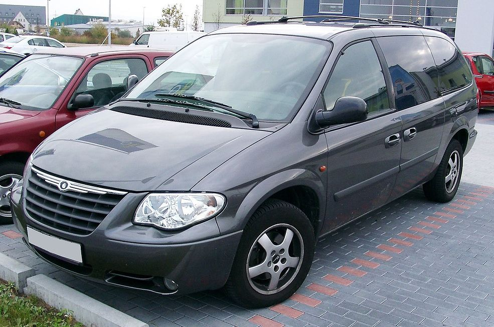 voyager chrysler grand 2007 parabrezza wikipedia awd 2000 crd commons 2004 chiptuning rg wikimedia generacji autokult minivan drzwiowy dimensioni benzyna
