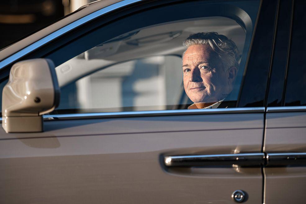 Andi McCann za kierownicą Rolls-Royce'a Ghost 2020 (fot. Dominik Kalamus)