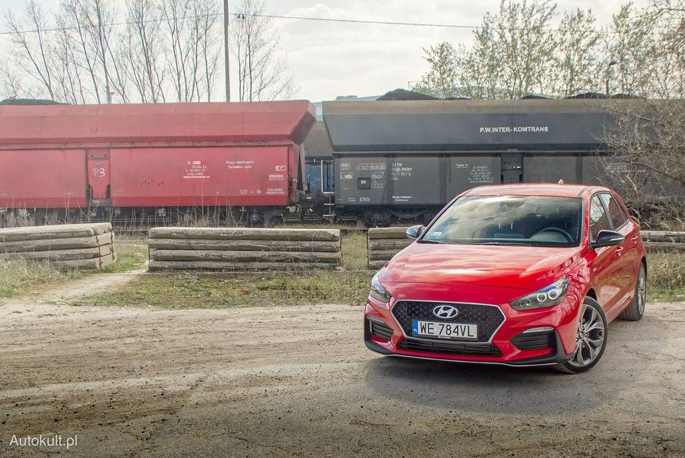 Hyundai i30 N-Line świetnie wygląda w bazowym, czerwonym kolorze
