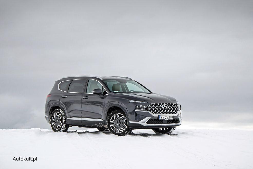 Hyundai Santa Fe jest świetnym hybrydowym SUV-em, ale z napędem na przednią oś poległ na sniegu