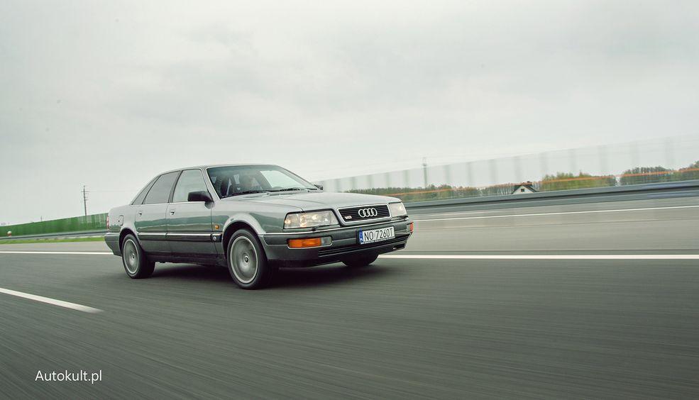 Audi V8 było pierwszą limuzyną tej klasy ze standardowym silnikiem V8 i napędem na cztery koła.