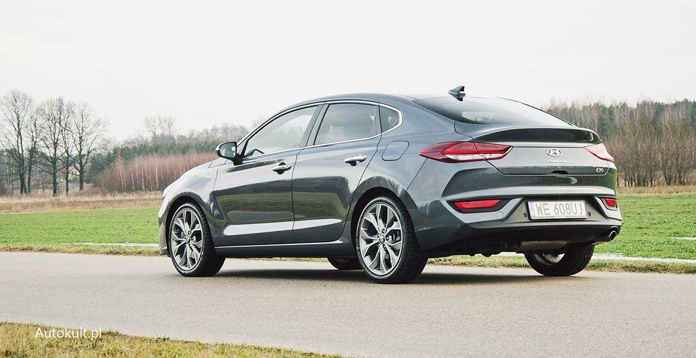 """Hyundai i30 Fastback to w praktyce liftback, ale """"fastback"""" brzmi lepiej"""