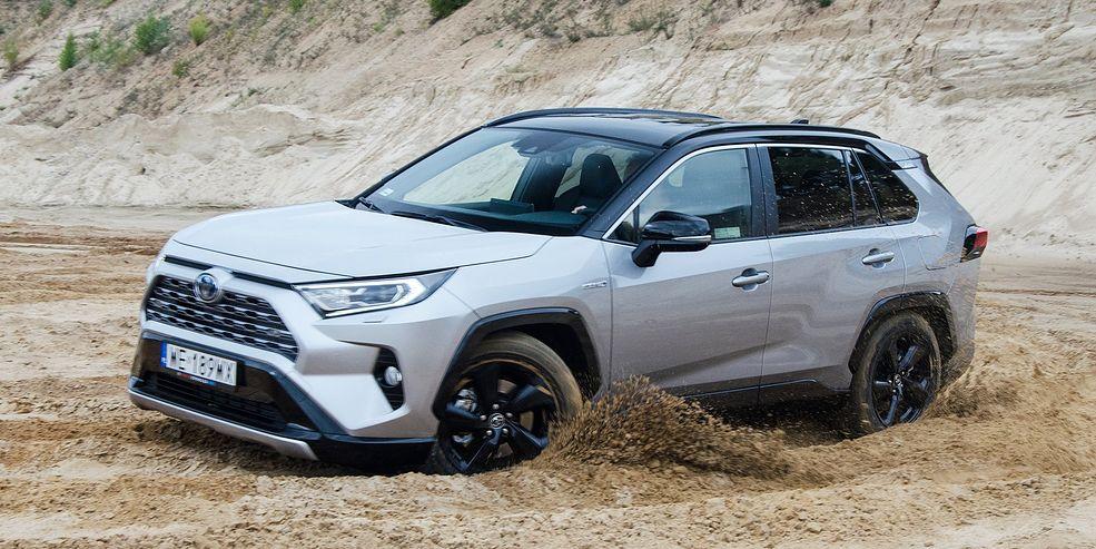 Wziąłem Toyotę RAV4 Hybrid AWD-i do kopalni piachu, by sprawdzić, czy jej napęd poradzi sobie na bezdrożach.