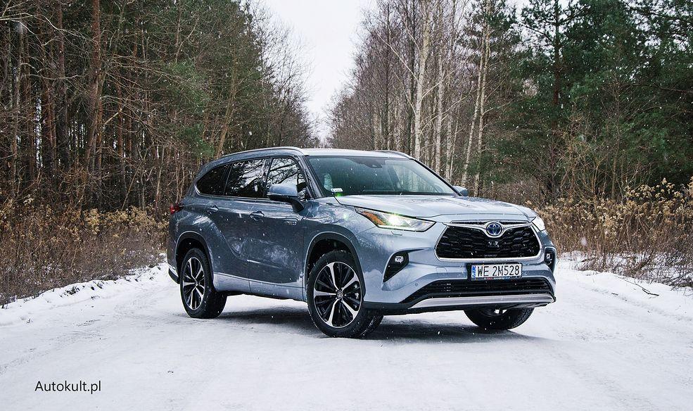 Nowy duży SUV na rynku - hybrydowa Toyota Highlander pomieści w swoim wnętrzu 7 osób.