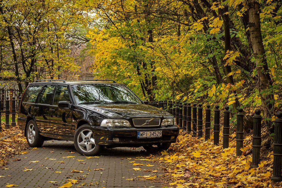 Nie przepadam za czarnymi autami, ale w tym przypadku model Volvo prezentuje się wyjątkowo korzystnie.