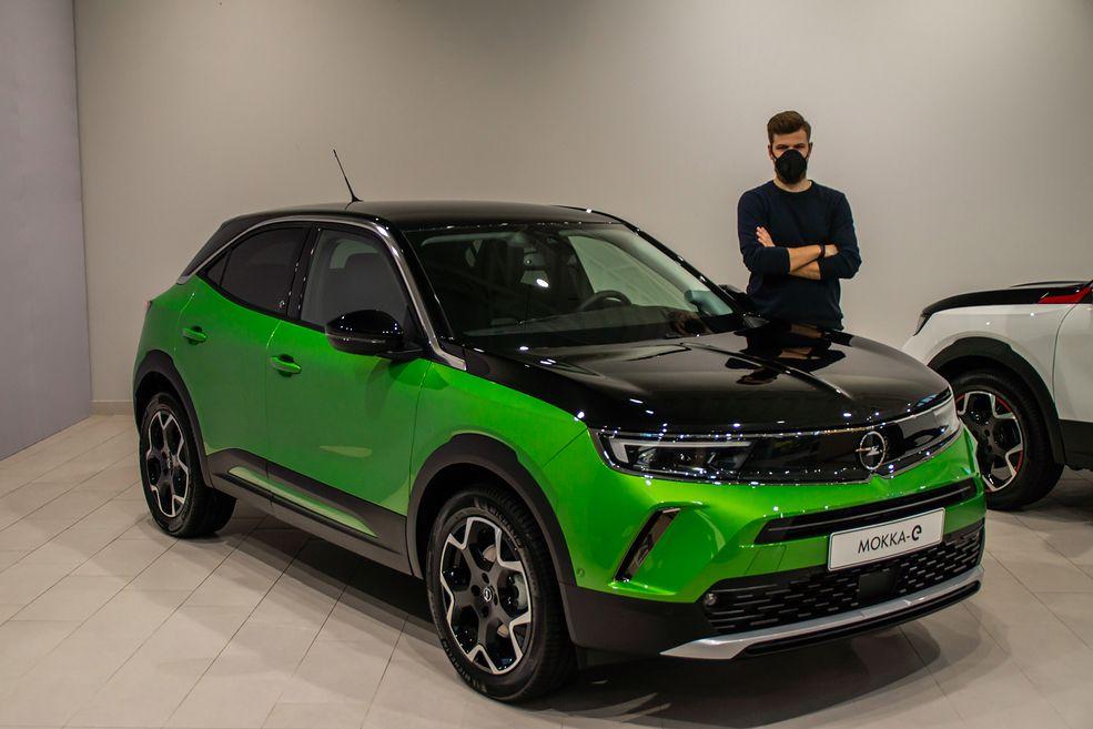 Opel coś ostatnio wykazuje zamiłowanie do czarnych masek silnika