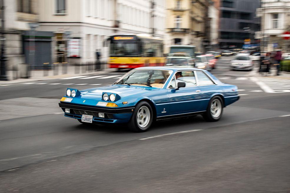 Ferrari 400i na ulicach Warszawy