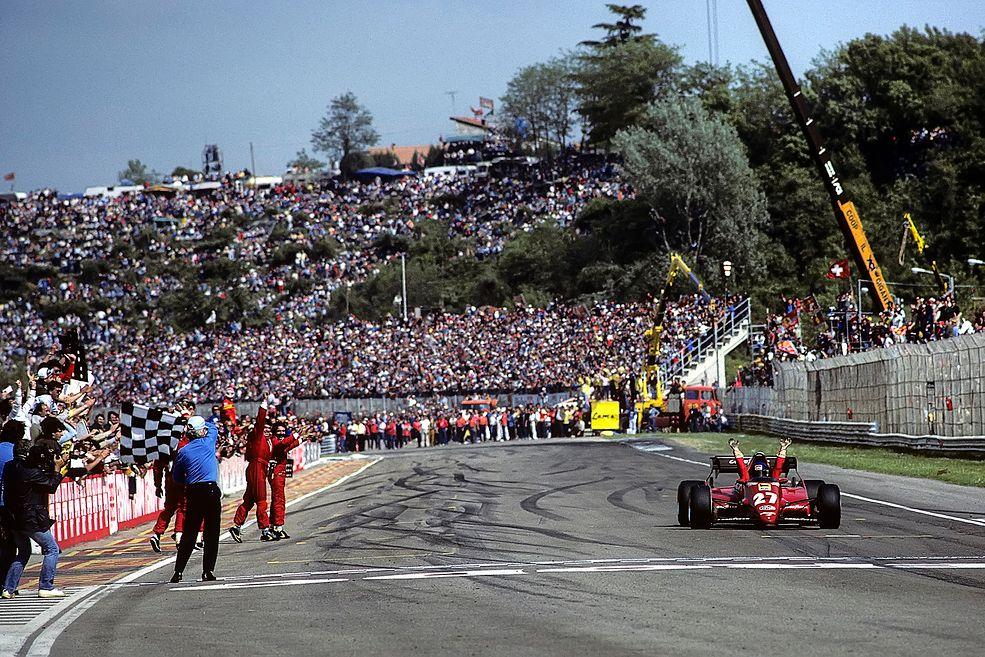 GP San Marino, rok 1983. Patrick Tambay wygrywa wyścig w Ferrari 126C2B. Przez wiele lat to właśnie ta runda, a nie Monza, uchodziła za domowy wyścig Scuderii Ferrari (fot. Paul-Henri Cahier/Getty Images)