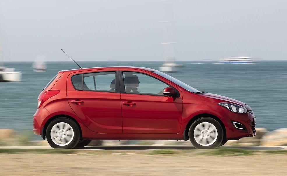 Hyundai i20 poprzedniej generacji to jeden z najlepszych modeli, jakie można kupić z automatem. Problemem jest bardzo niska dostępność aut na sprzedaż.