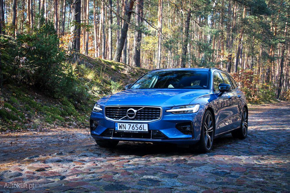 Wyrazisty, niebieski kolor i pakiet R-Design sprawiają, że V60 wygląda jeszcze lepiej