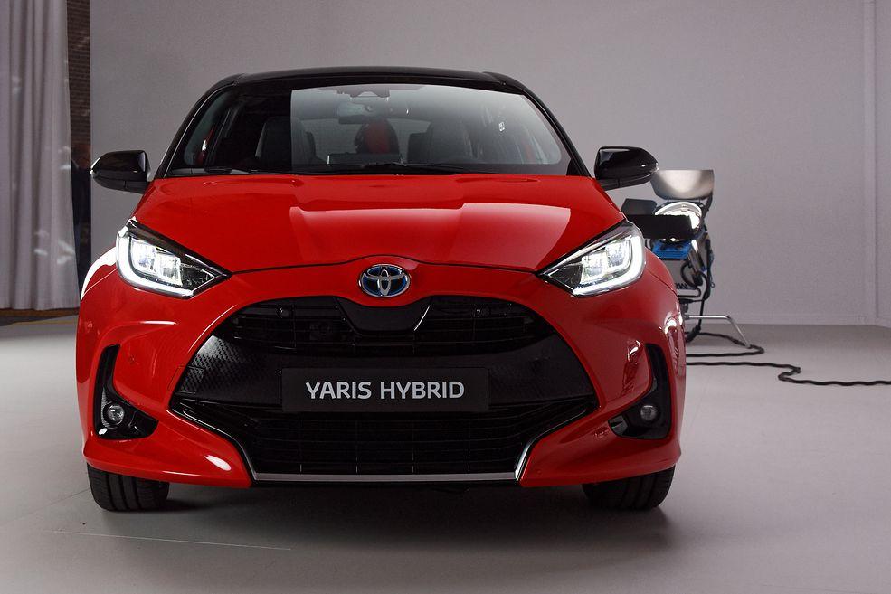 """Nowe modele Toyoty przyciągają wzrok. Hasło """"Koniec z nudnymi samochodami"""" ma tu swoje odbicie"""