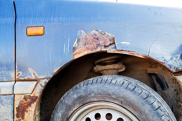 Rdza to nie jedyny problem, jaki może dotyczyć błotnika samochodu