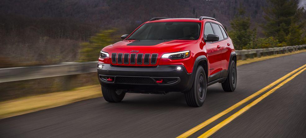 Jeep Cherokee ma wreszcie poukładaną stylistykę i normalny front. Jednak jest więcej nowości.