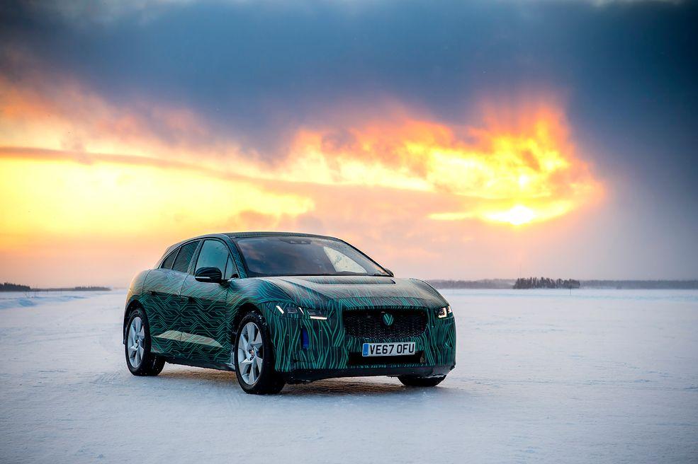 Według producenta I-Pace będzie idealnym samochodem na każdy dzień. Sprawdzi się zarówno w mieście, jak i podczas zimowych eskapad w miejsca, gdzie temperatura spada do około -40 stopni Celsjusza. Jako dowód Jaguar udostępnił materiały z testów w Szwecji i wygląda na to, że I-Pace sobie tam poradził.