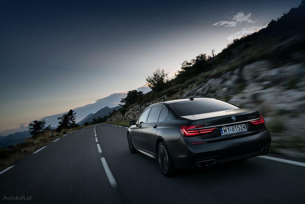 Zapraszamy do wyjątkowego testu BMW M760Li, zdjęcia do którego wykonał światowej sławy fotograf Arnaud Taquet