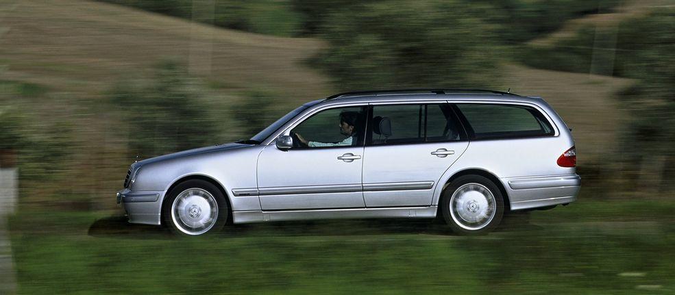 Spadkobierca W124 - Mercedes Klasy E (W210) może zrobić ogromny przebieg, choć psuje się znacznie częściej niż poprzednik.
