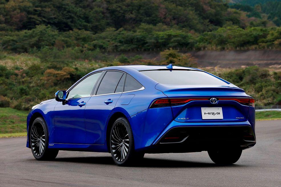 Nowa Toyota Mirai pojawi się w polskich salonach już w połowie czerwca tego roku.