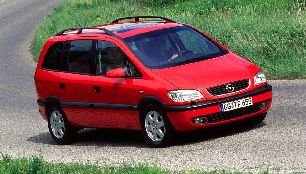 Opel Zafira to jeden z tańszych i rozsądniejszych kompaktowych minivanów na rynku. Jeśli trzeba dowozić trójkę czy czwórkę dzieci do szkoły, auto jest w sam raz.