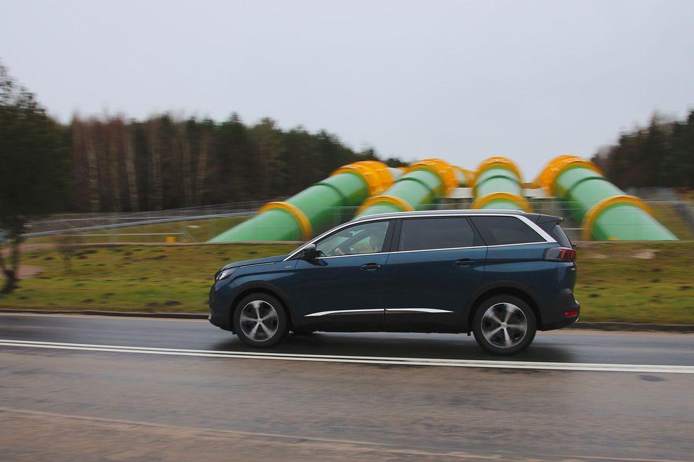 Peugeot 5008 to SUV, który ma w sobie coś z minivana i to jest jego przepis na sukces.