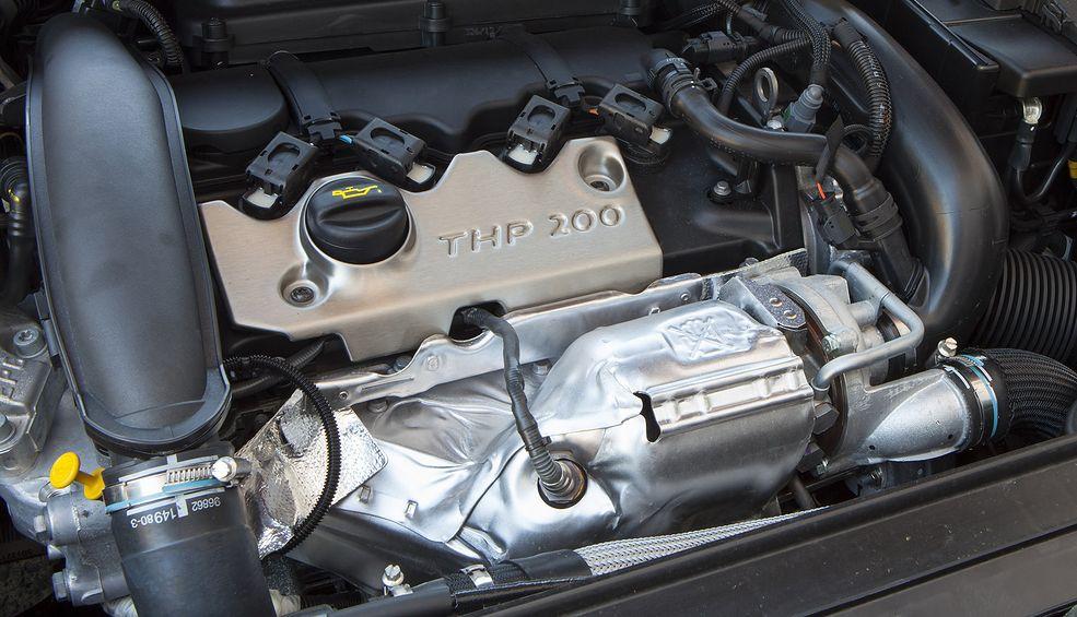 200-konny silnik 1.6 THP świetnie radzi sobie w autach sportowych, a słabsze wersje także w klasycznych osobówkach