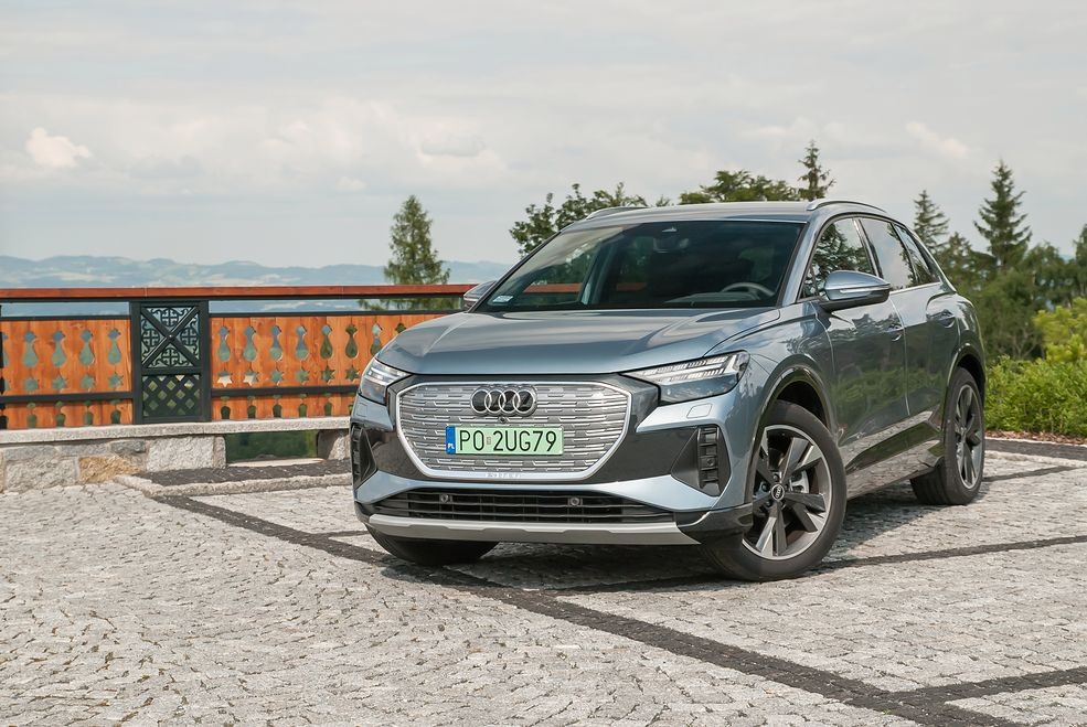 Audi Q4 e-tron idealnie wpisuje się pomiędzy klasyczne Q3 i Q5 - przynajmniej rozmiarami zewnętrznymi