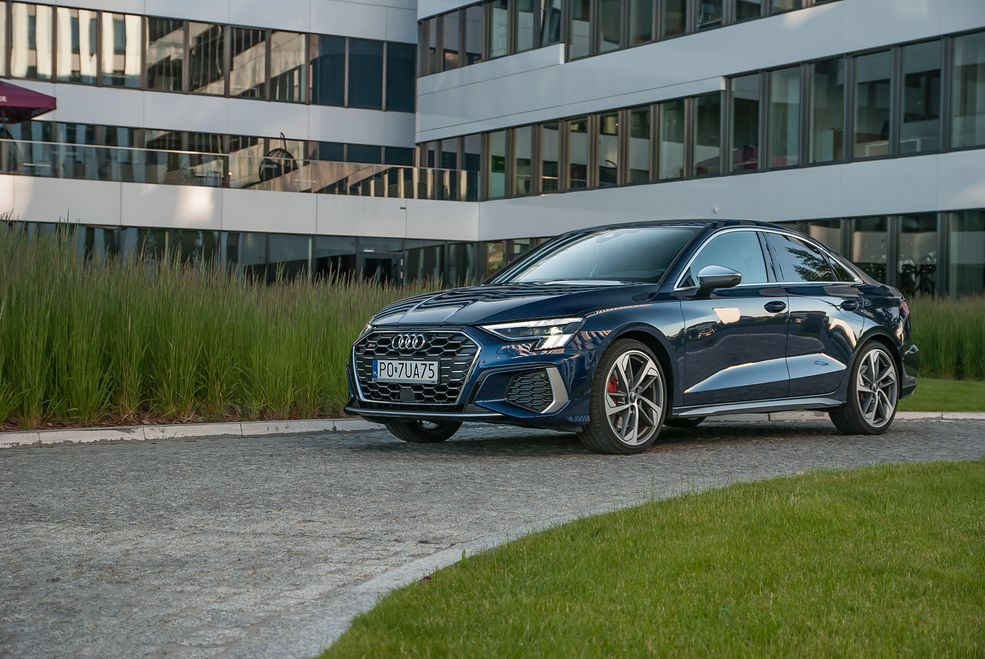 Audi S3 wyróżnia się chociażby grillem z większymi oczkami.