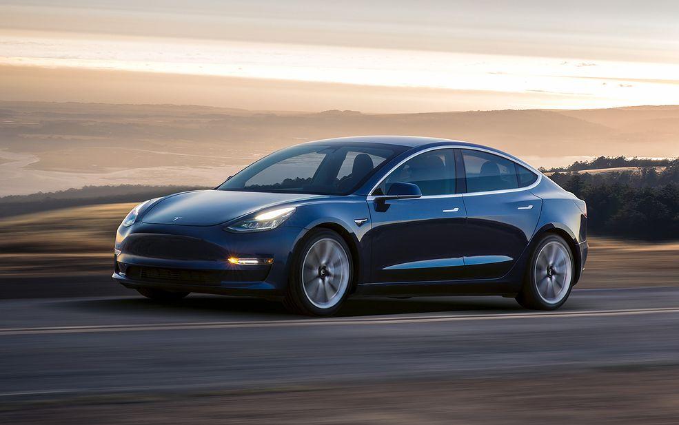 To nie jest bazowa Tesla Model 3