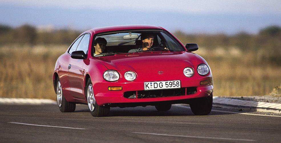 Toyota Celica 6 generacji to zgrabne, ale trochę niedocenione auto z lat 90. Dziś to świetna propozycja taniego samochodu do sportu i zabawy.