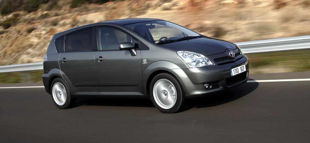 Toyota Corolla Verso - nudna jak flaki z olejem, ale doskonale sprawdza się w swoim przeznaczeniu.
